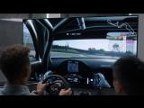Льюис Хэмилтон играет в Gran Turismo Sport.