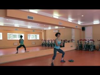 Упражнения для мышц спины, рук с гантелями