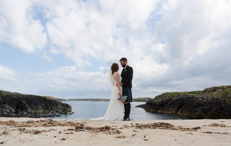 fFD1g9yWSWE - Настоящая шотландская свадьба на острове (150 фото)