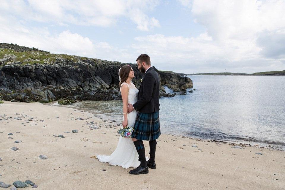 zJMnMToS6dI - Настоящая шотландская свадьба на острове (150 фото)