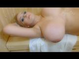 Огромные натуральные сиськи в сауне, вот это дойки большие титьки русская телка девушка пышка секс порно голая хочет
