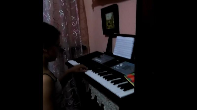я граю на фортепіано