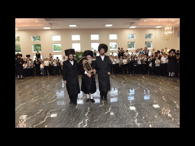 Hachnosas Sefer Torah - Raleigh Hotel | הכנסת ספר תורה לביהמד במלון ראלי 15