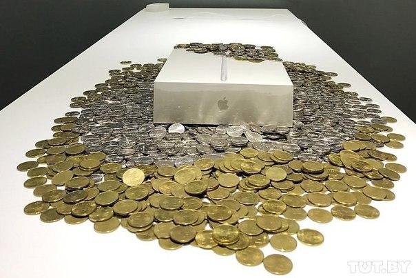 Накопил: житель Минска расплатился за новый iPad тремя мешками монет