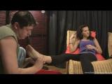 Моет ножки Богини Foot worship Foot fetish Фут-фетиш #femdom #mistress #massage #slave #фемдом