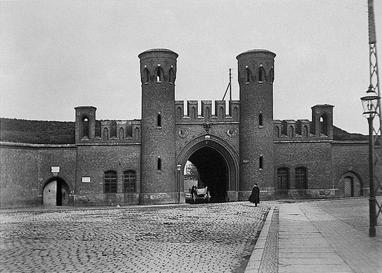Росгартенские ворота послевоенные фото