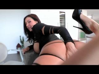 Худенькая сосет порно
