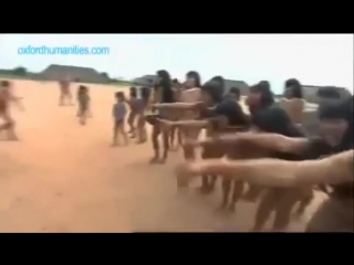 Племена индейцев танцуют голышом