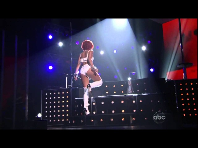 Rihanna Featuring Britney Spears S M Remix Live @ 2011 Billboard Music Awards YouTube