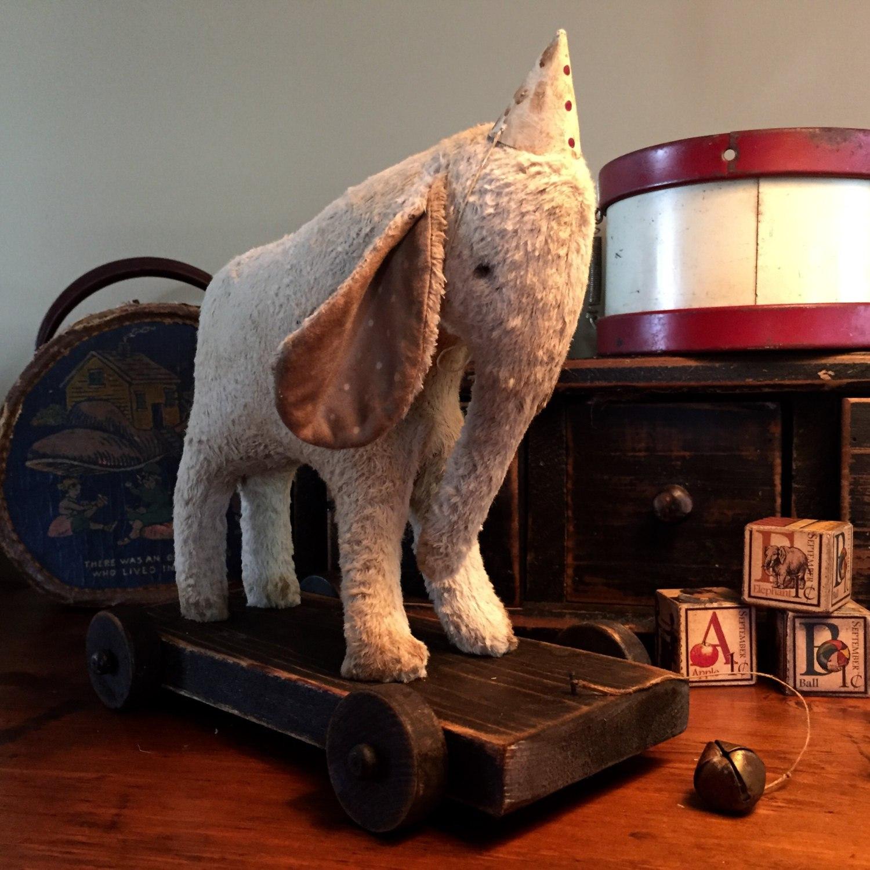 слон на тележке примитивная игрушка