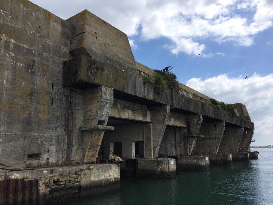 Нацистская база подводных лодок в Лорьяне.