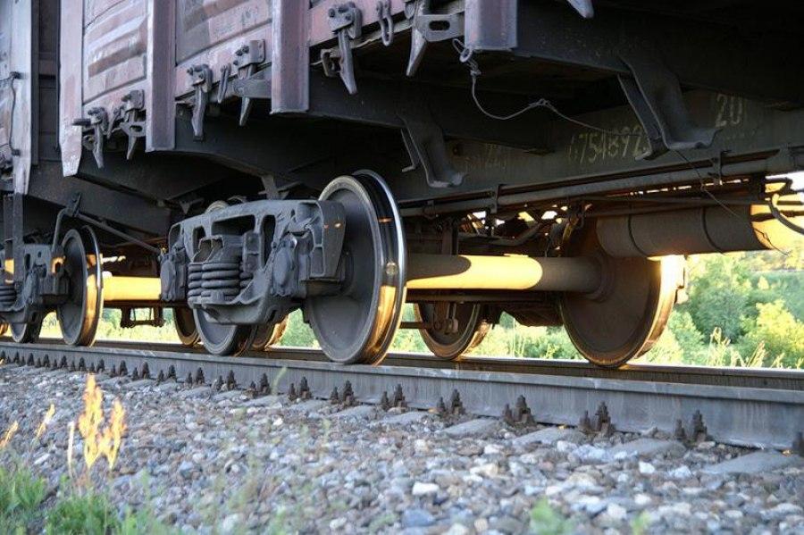 Под Таганрогом под колесами грузового поезда погибла пенсионерка