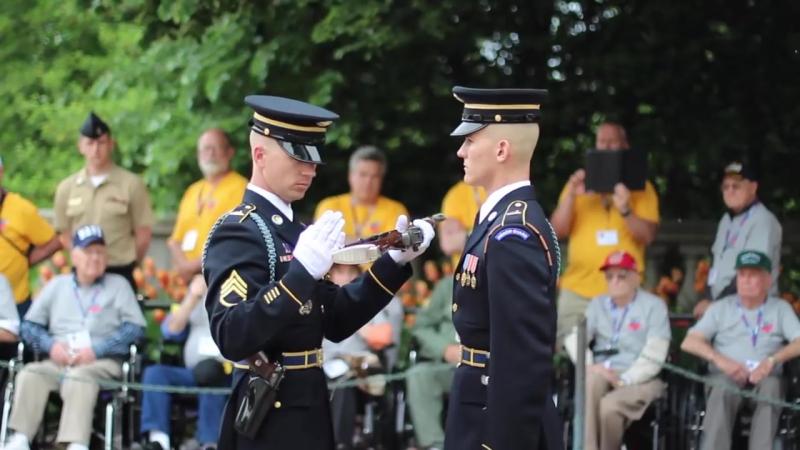 Детальний огляд солдата (Guard Commander Inspection - Arlington National Cemetery)