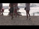 Видео блог наши люди на пляже. С чем ходят люди на пляж Пляжная мода. Пляжная одежда. Красивые ноги девушек.
