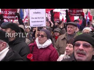 Польша: Протесты шумел на улицах Варшавы против закона о СМИ.