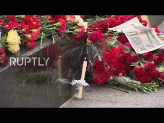 Россия: Москвичи чтят память жертв взрыва в метрополитене в Санкт-Петербурге.