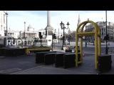 Великобритания: Металлические баррикады установлены на ночь вокруг центра Лондона после атаки Вестминстера.
