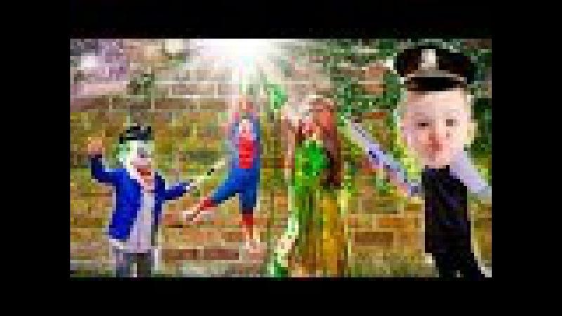 Bebek Polisi Örümcek Adam Ağaçta Bekletildi Envenenar Sarmaşık Frozen Elsa Joker'le bağlandı