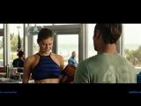 Зак Эфрон (Zac Efron) смотрит на сиськи [фильм Спасатели Малибу]