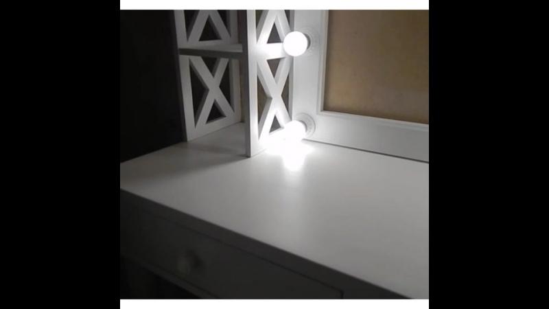 стілаж, столик, стілець, дзеркало білого кольору, з массиву вільхи.