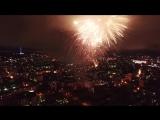 Ночной город. Праздничный салют. HD вид сверху