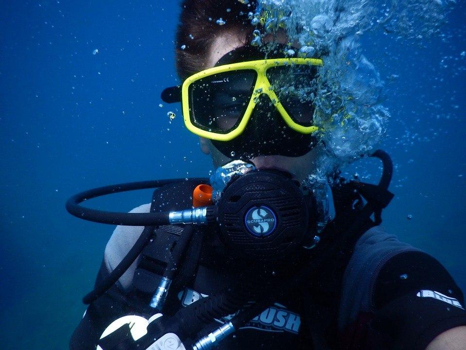 Это рекорд: 67-летний немец проплыл 20 километров под водой