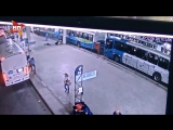 Отмечавший 20-летие бразилец с испугу застрелил грабителя на автовокзале