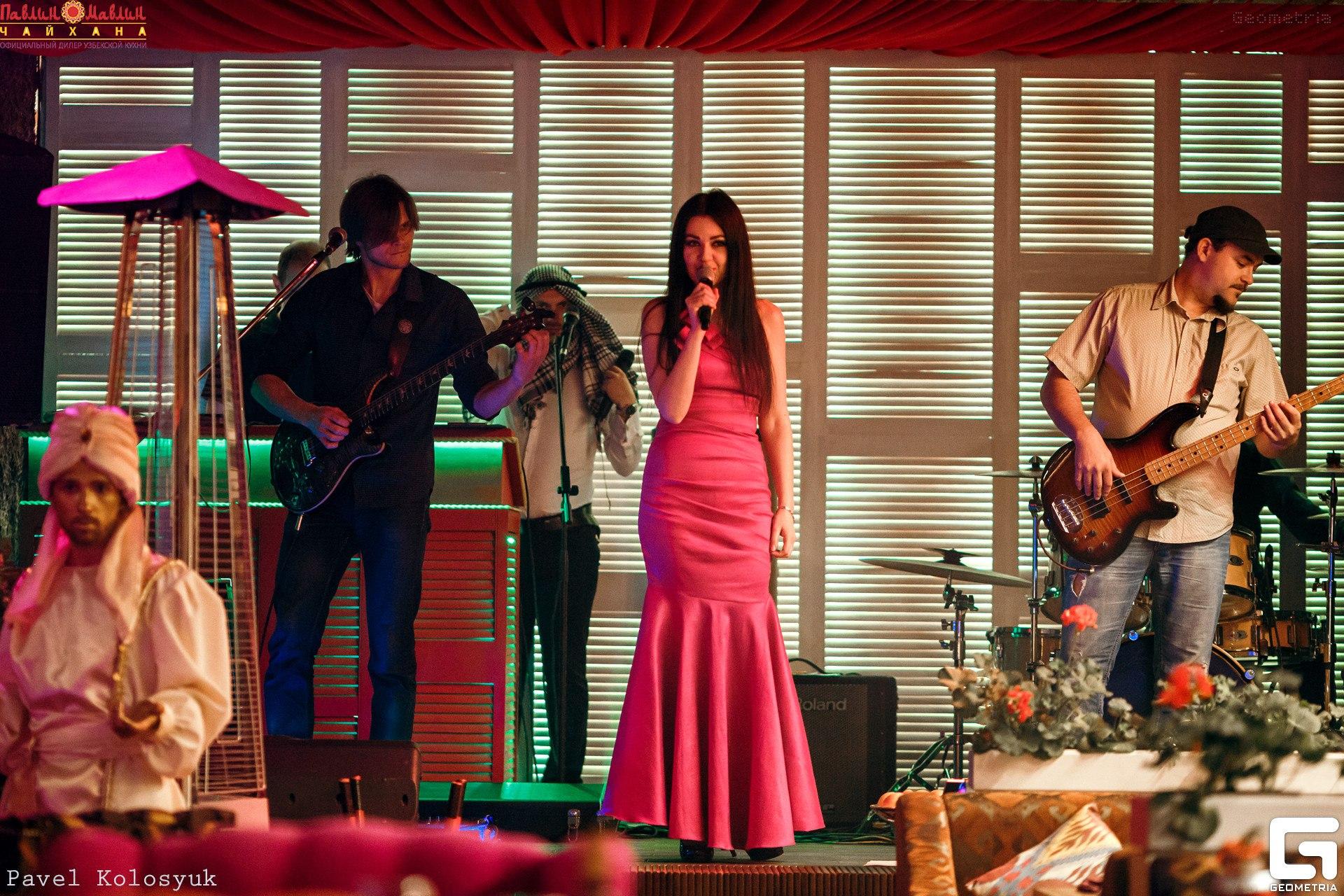 """Группа """"Таврика"""" выступила в ресторане Павлин Мавлин."""