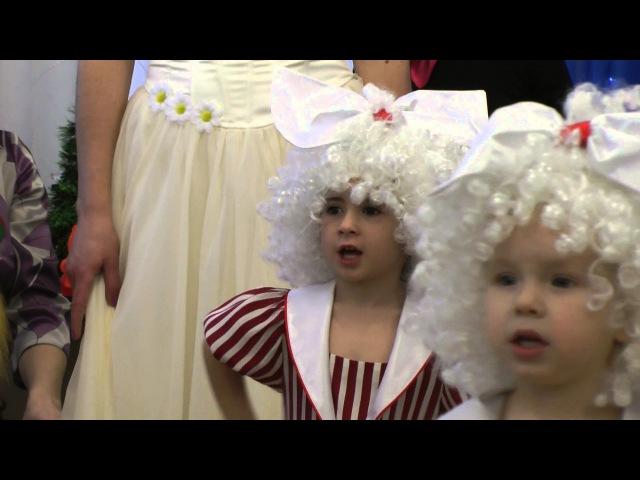 Танец кукол на новогоднем утреннике 2016 в младшей группе.Муз. рук. Максюта Г. В.