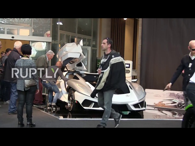 Монако: Суперавтомобиль FV-Frangivento с водными тематическими сюжетами привносит Средиземноморское очарование в автомобили.