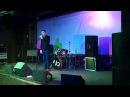 Илья Яббаров выступает на концерте памяти Аркадия Кобякова