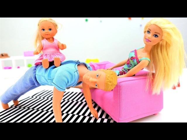 Giochi per bambini e ragazze con Barbie 🎀-Ken e Evi giocano al nascondino-Barbie episodi italiano
