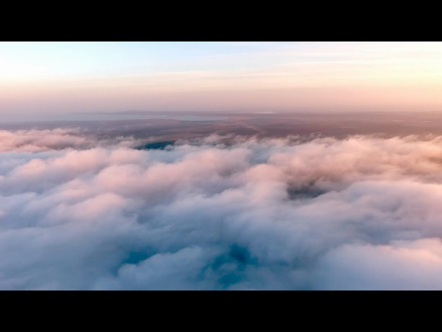 DJI Phantom над облаками, внизу вулкан Карабетова