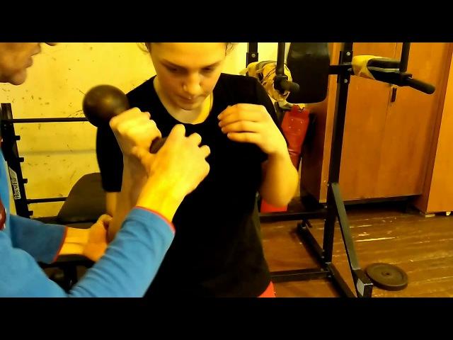 Работа с гантелей для боксёра - важные тонкости