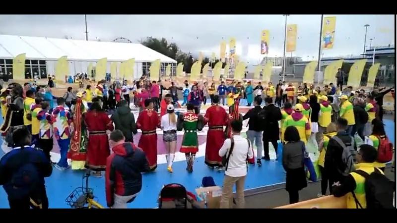Мы поем и танцуем, мы - якутская молодежь!