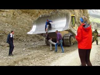 Расчистка дороги в Аргунском ущелье. Чечня.
