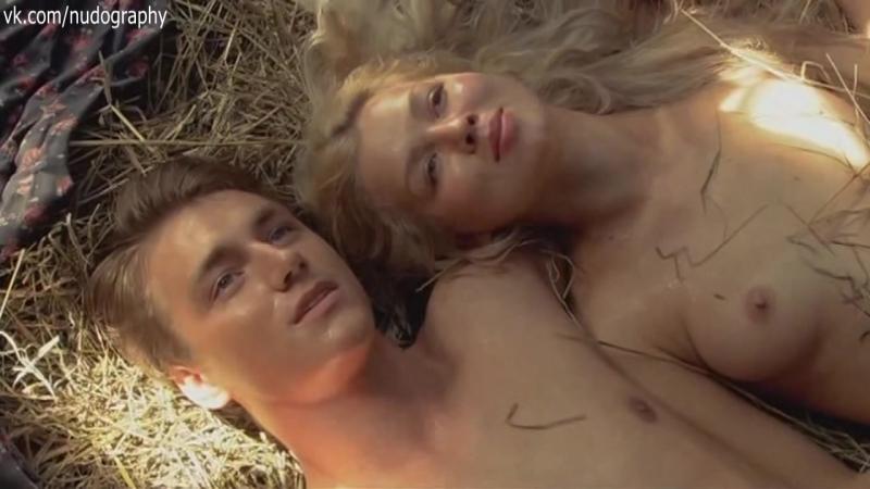 С парнем на сене - Ольга Стрелецкая голая в сериале
