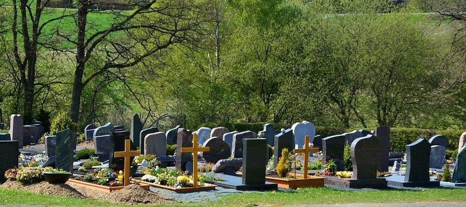 Житель Бакчара не смог угнать автомобиль с кладбища