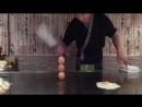 Необычный способ приготовления яичницы