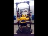 Присед с весом в 200 кг на 5 повторов.