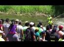 Коста-Рика Сельские жители захватывают крокодилов на традиционной Пасхальной охоте.