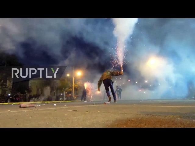 Греция: ОГОНЬ! Факелы летят, как дикая традиция «Сайтополемоса» зажигает Пасхи Мессини.