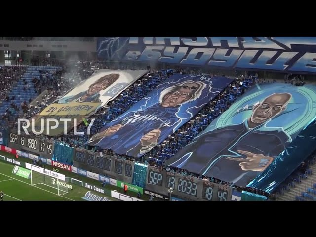 Россия Зенит поклонники показывают транспаранты Назад в Будущее на открытии нового стадиона