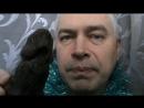 Геннадий Горин кушает шоколадную собачку