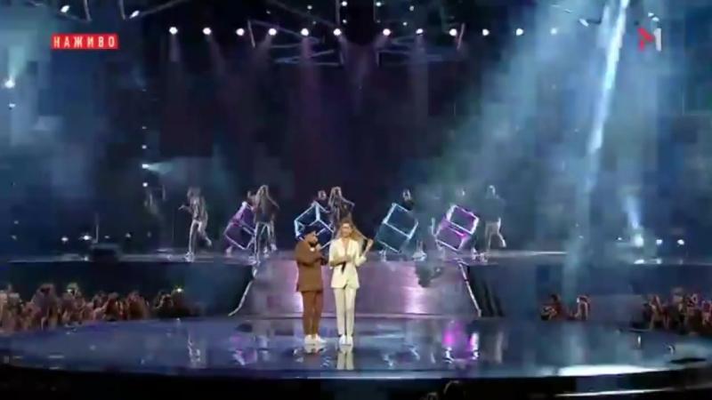 Вера Брежнева MONATIK - Любовь спасёт мир / Кружит (M1 Music Awards)