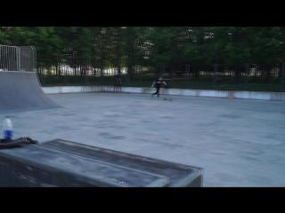 Вейпер в скейтпарке