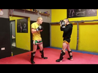 Muay Thai Using Knees to Counter Boxing Tutorial