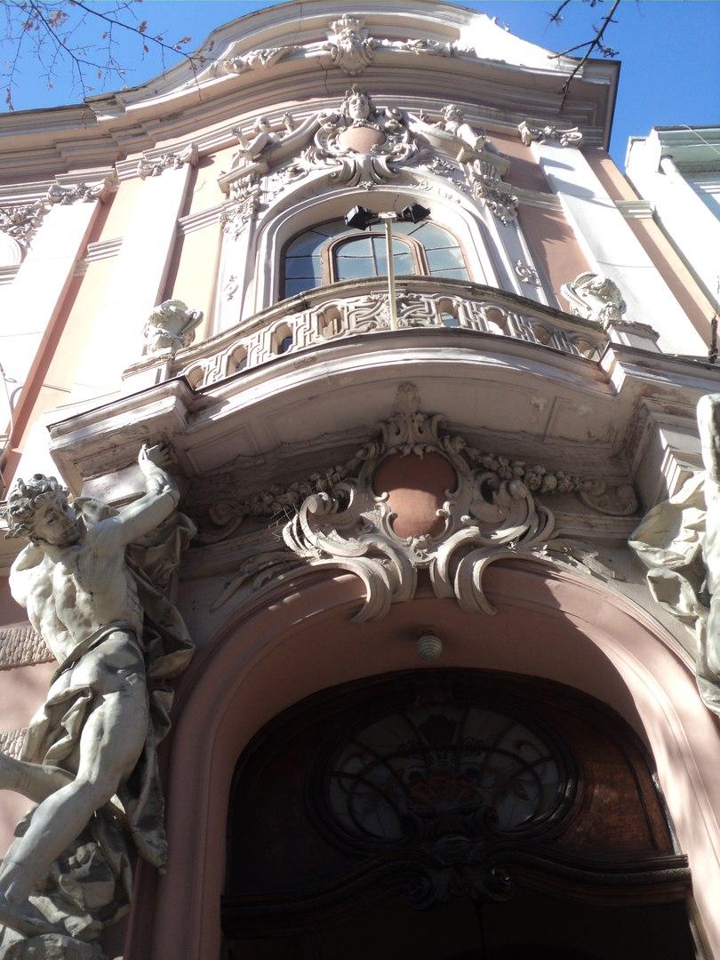 Бывшее аристократическое казино во Львове - роскошь, которая нам досталась в наследство от бабушки Австрии.