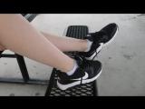 Девочка снимает найки, носочки и показывает свои красивые ножки (pantyhose stocking socks feet footfetish sexy panties футфетиш)