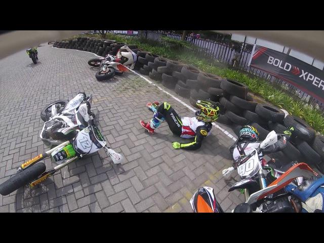 Старт и падение гонщиков на 2-м этапе Фим Супермото Азия 2017 в Индонезии . SuperMotoRu